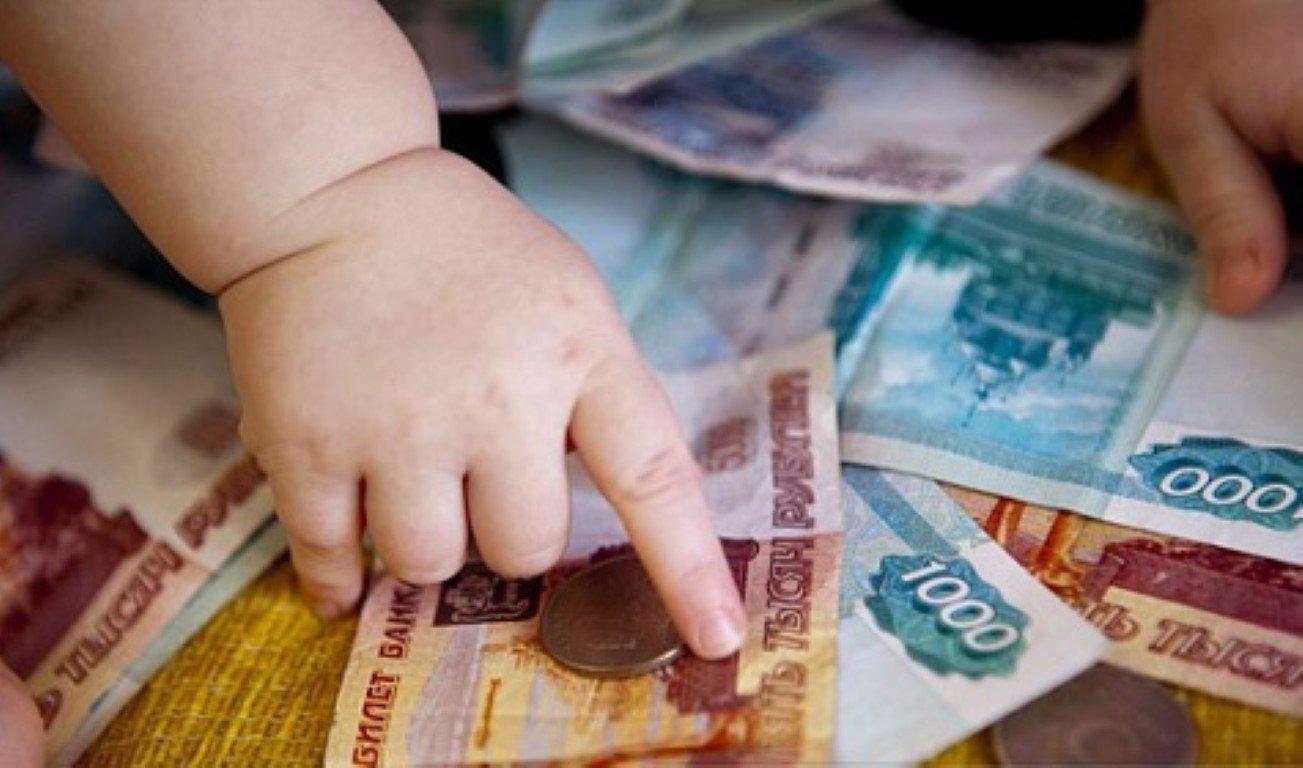Должна ли мать платить алименты если ребенок живет у бабушки